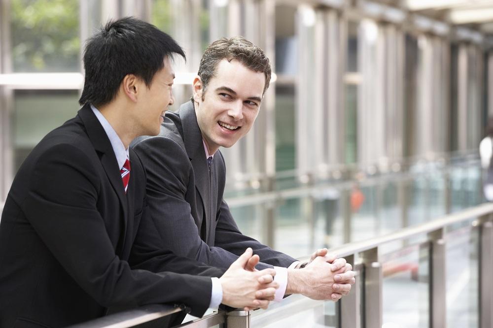 Hoe vind ik een geschikte zakenpartner in het buitenland?
